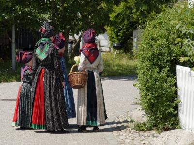 Kinder in Trachten in Sonderhö auf Fanö