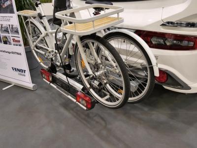 Fahrradträger am Heck eines Fendt Bianco 515