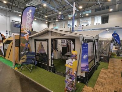 Eine Halle nur für Zelte