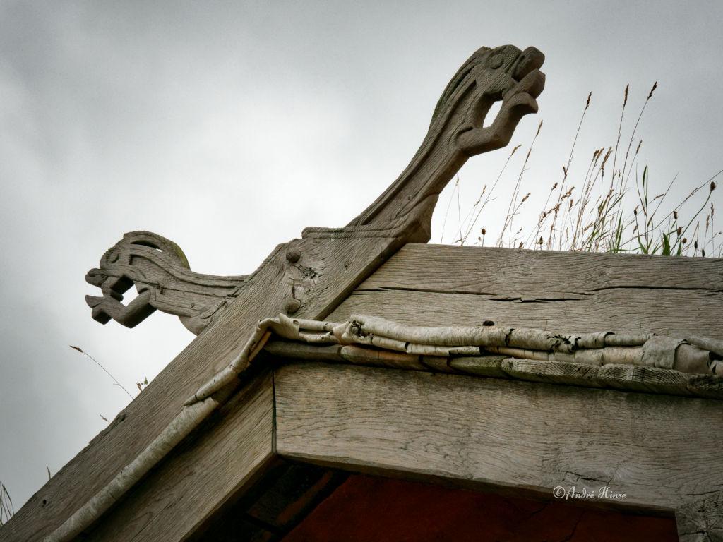 Dachsparren mit Symbolen der Wikinger