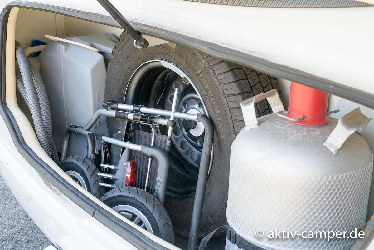 Passt prima in den Gaskasten, wenn die Räder demontiert sind.