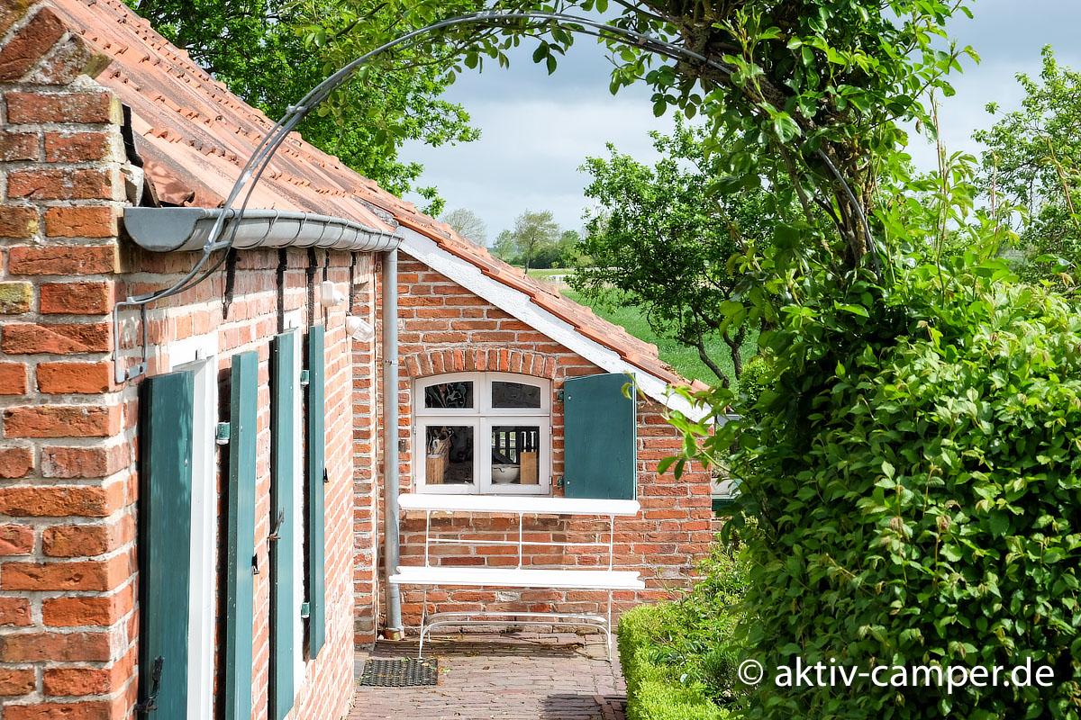 Schönes Friesland - Kleine Häuser mit viel Charme sind in den Orten in Ostfriesland häufig zu sehen
