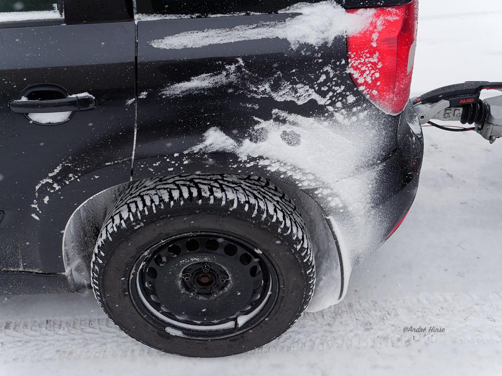Unser Fahrzeug mit dem Nokian Tyres WR D4 im winterlichen Schweden