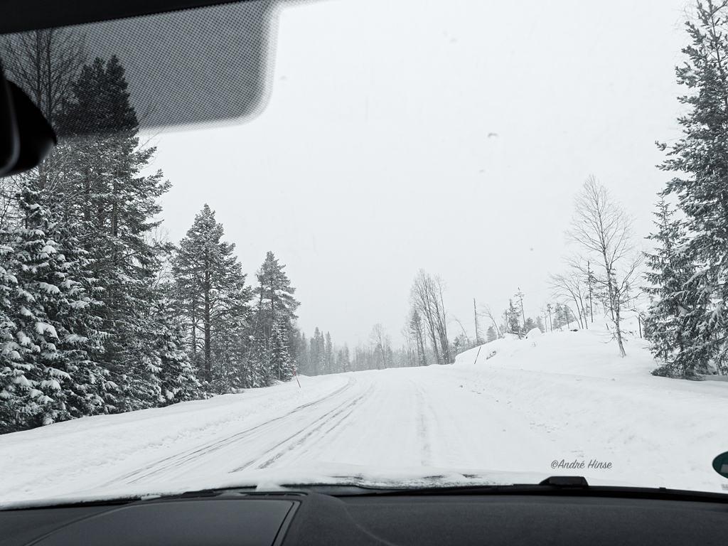 E45 in Schweden mit Skoda Yeti bei geschlossener Schneedecke