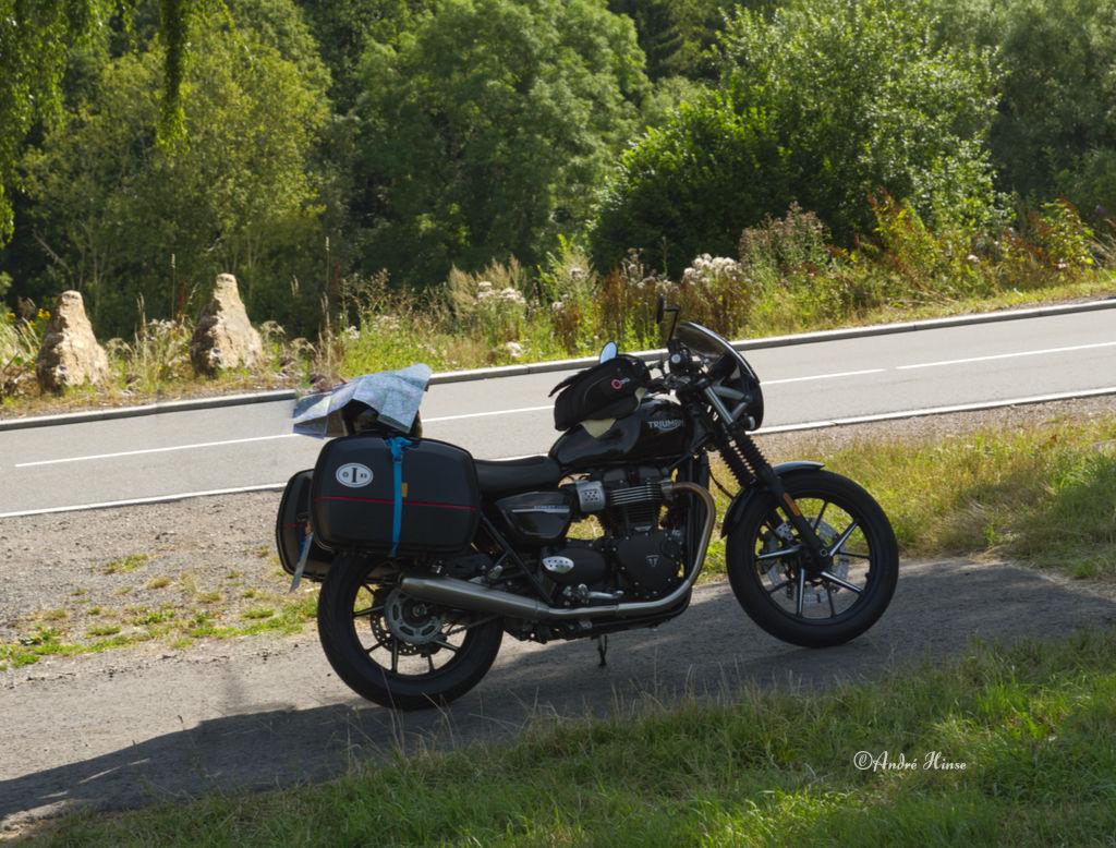 Motorrad im Schatten