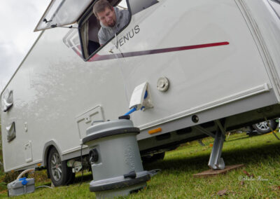 Wassertank vor Venus Wohnwagen