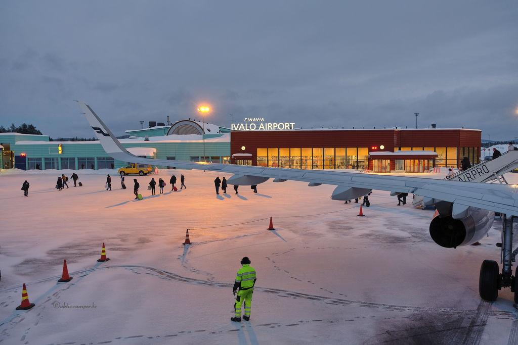 Ausblick auf den Flughafen in Ivalo aus dem Flugzeug