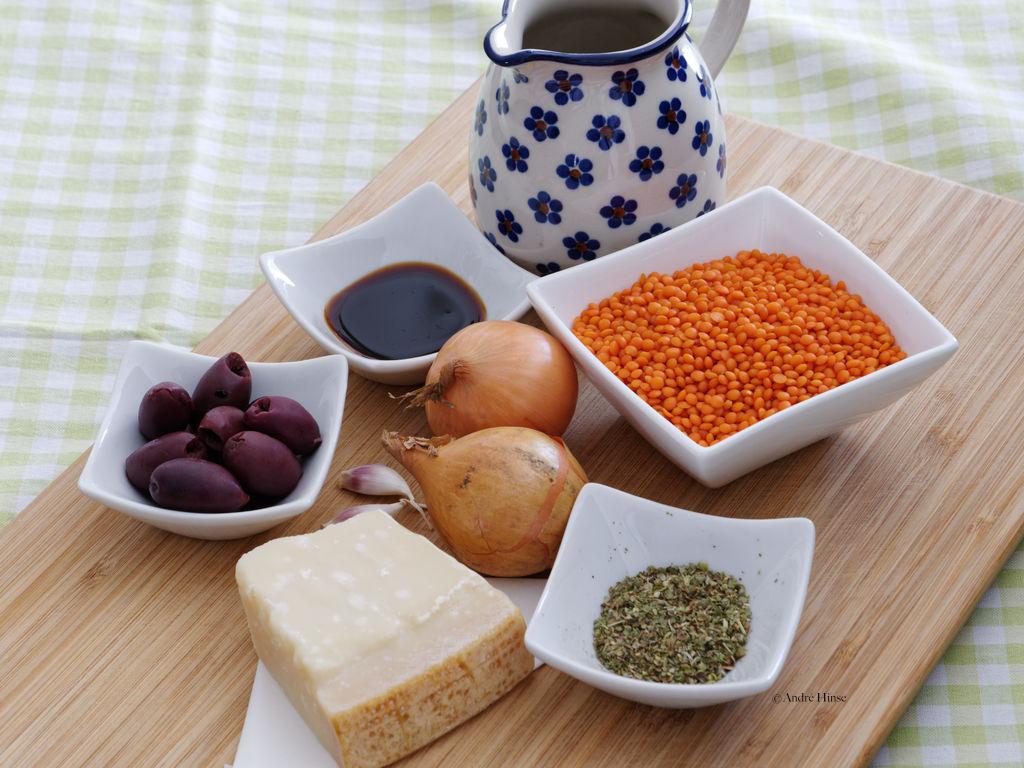 Zutaten für eine vegetarische Sauce Bolognese