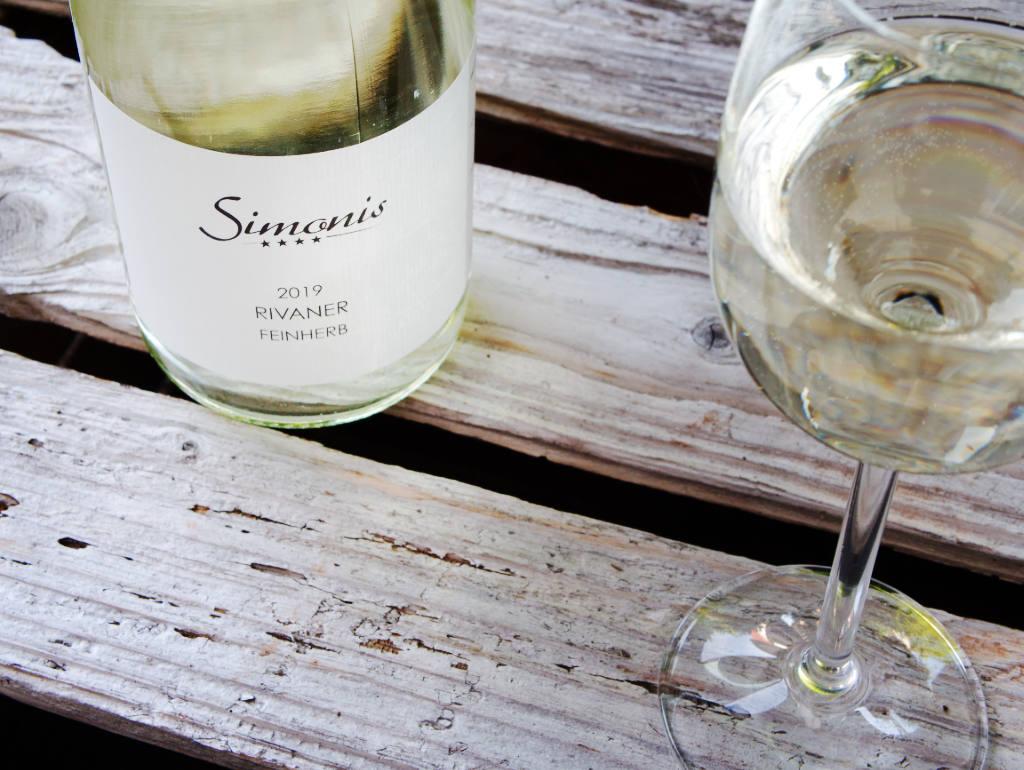 Rivaner Weißweinin der Flasche